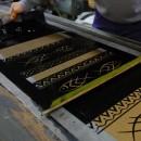 型紙手捺染にて縦糸を染める いしげ結城紬