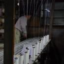手紡糸をつくるところの画像を入れる いしげ結城紬