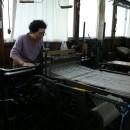 0135 半自動織機による製織 機械織りと手仕事の中間にある技術 いしげ結城紬
